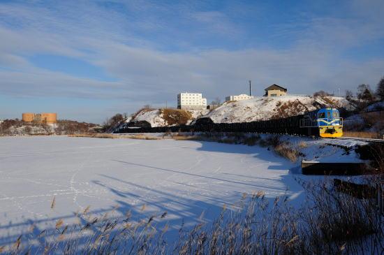 白き春採湖をゆく