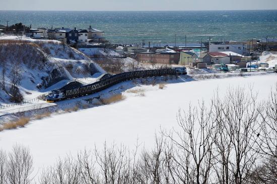 春採湖畔をゆく石炭列車