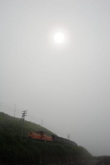 霧の日、知人海岸にて
