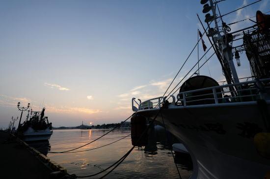 夏の釧路港の夕日