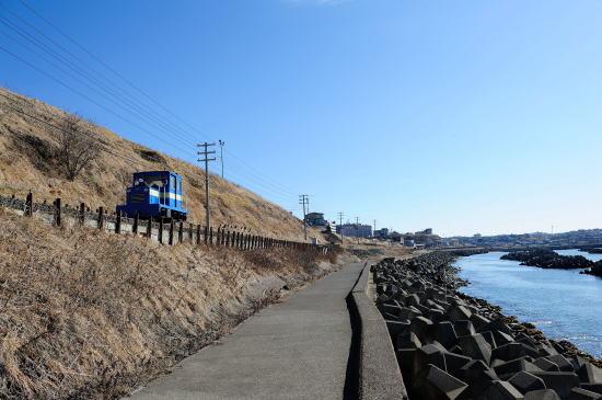 弁天ヶ浜をゆく保線モーターカー