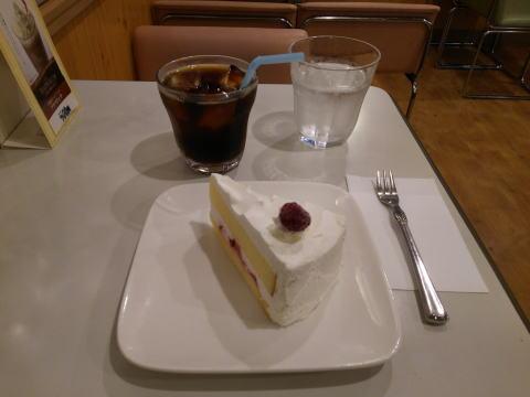 アイスコーヒーとショートケーキ