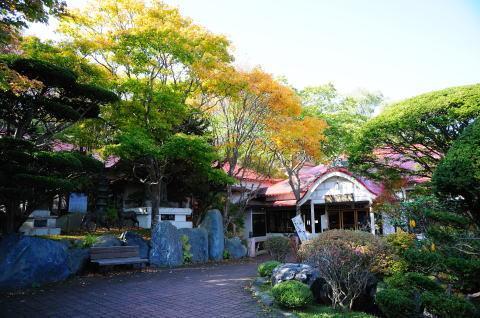 竹老園東家総本店と前庭