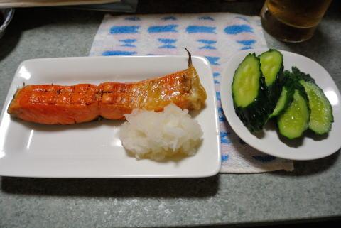 焼き鮭、キュウリのお通し