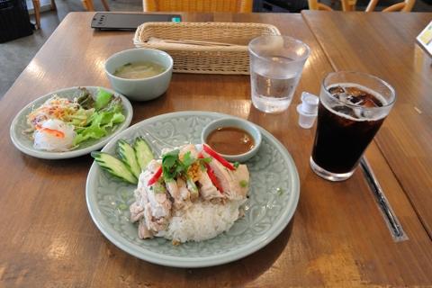ランチ・蒸し鶏のせご飯(カオマンガイ)+ドリンクセット(アイスコーヒー)