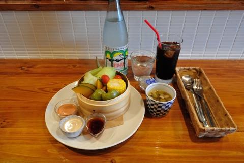 季節野菜の蒸籠蒸し 3種のソース(スープ付き)、ランチドリンク(アイスコーヒー)