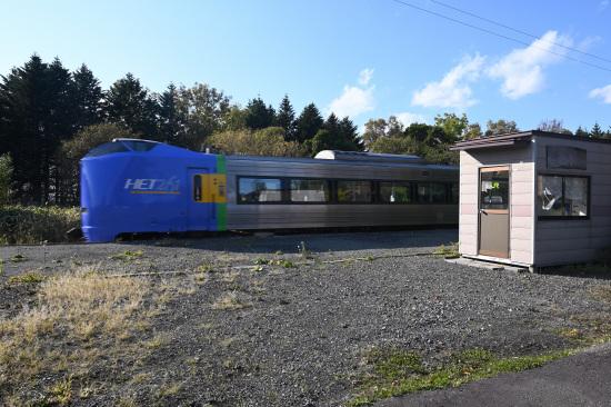 徳満駅を通過する旭川行き特急サロベツ
