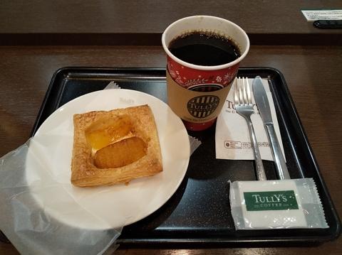本日のコーヒー Tallサイズ)、焼きリンゴとチーズのクリームパイ