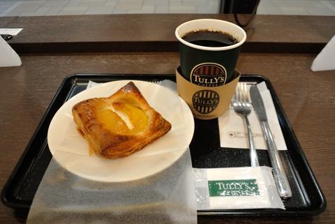 本日のコーヒー Tallサイズ、焼きリンゴとチーズのクリームパイ