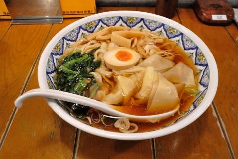 醤油ワンタン麺 (刀切麺)