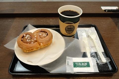 本日のコーヒー Tallサイズ、ダブルシナモンロール