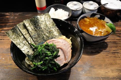 限定ラーメン(豚骨カレーチーズつけ麺、半ライス付き)