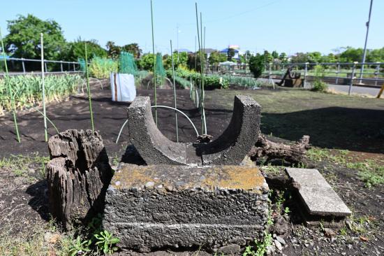 旧畑地灌漑用水の末端の土管を支える土台